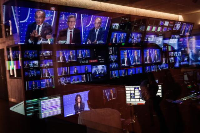 Paris le 23 septembre 2021. BFM TV, Le Debat Jean Luc Melenchon - Eric Zemmour // Le débat vu de la régie