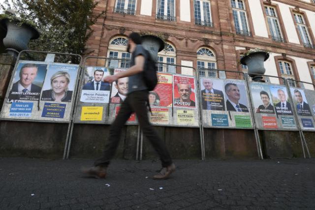 Affiches de campagne pour l'élection présidentielle, à Strasbourg, en avril 2017.