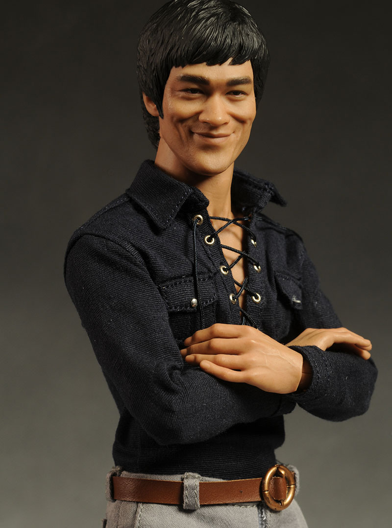 Set of 2 Hot Toys 16 Scale Bruce Lee In Suit  Casual