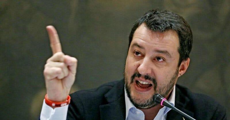 """Salvini, il nuovo Berlusconi """"perseguitato"""" dalla giustizia e dalle toghe rosse"""