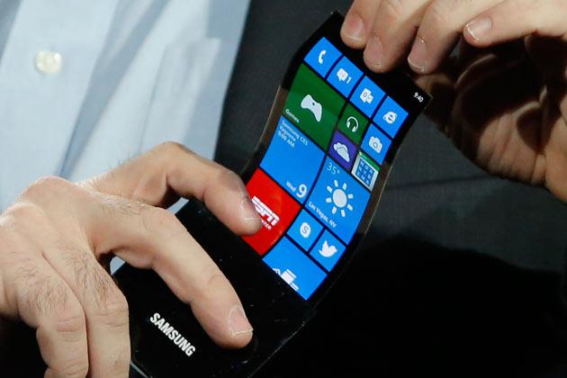 Samsung_flexible_AMOLED_phone