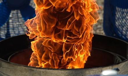 4K Superzeitlupen-Video: Feuertornado & 12 Ventilatoren