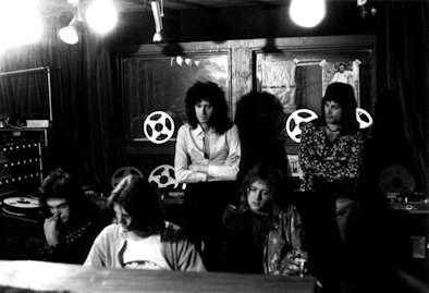 Queen grabando Bohemian Rhapsody en Rockfield con Roy Thomas Baker