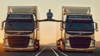Photo of Jean-Claude Van Damme's Epic Splits Between Two Volvo Trucks