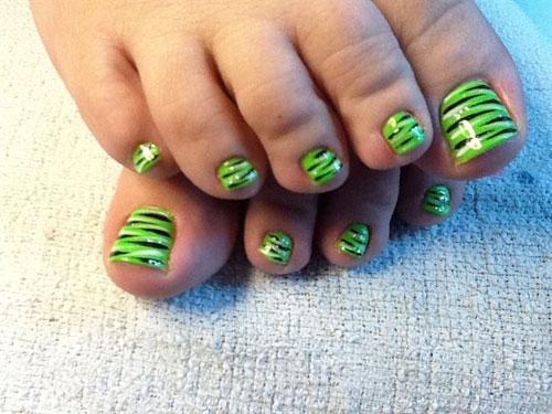 Stripes Toe Nail Art