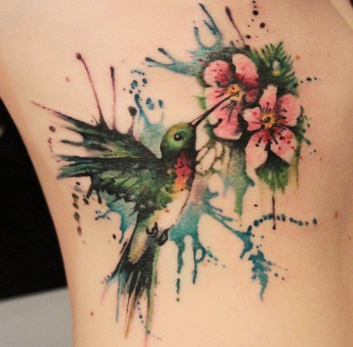 watercolor-hummingbird-and-flower-side-tattoo