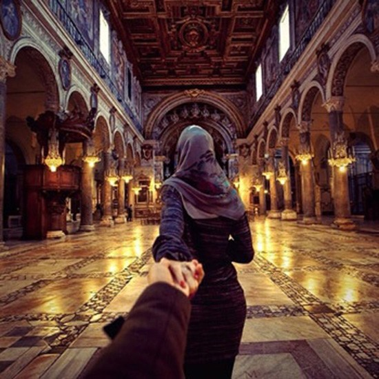muslim holding hands