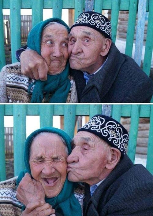 old couple seflie