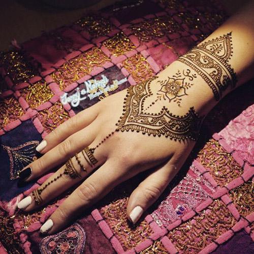 cool henna design for hands
