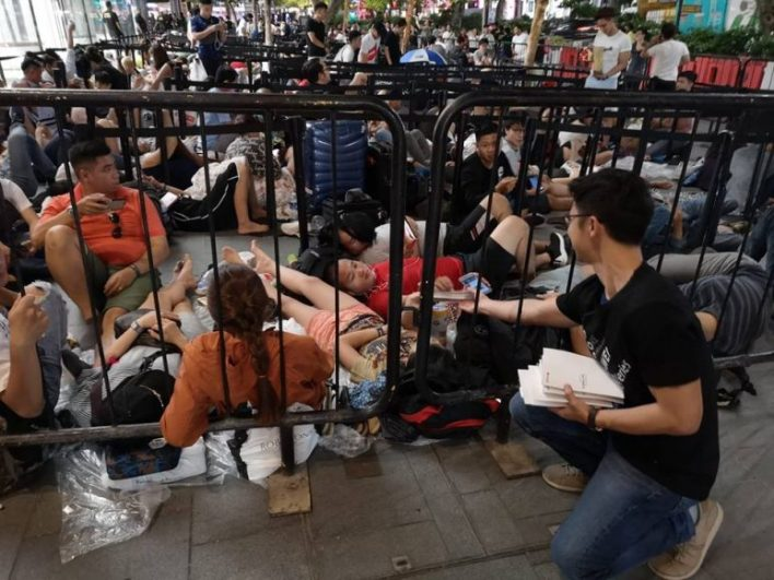 Huawei Gave Out Power Banks To Apple Fans Who Were Queuing For iPhones Overnight In Singapore