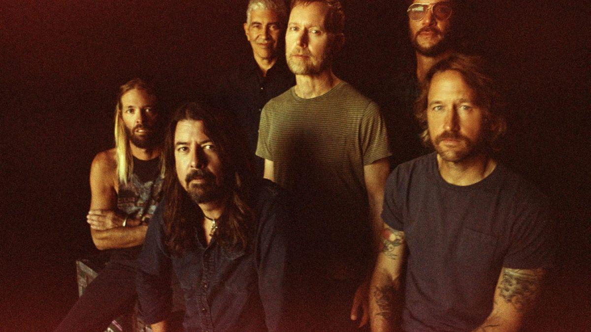 Foo Fighters lança clipe de 'Waiting On A War'