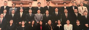 1997. Egresan las primeras generaciones de la Universidad Champagnat.