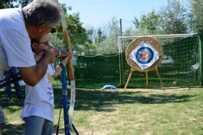 Bambini al tiro con l'arco