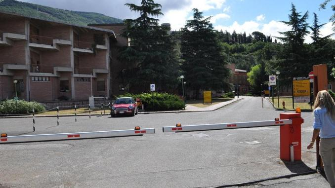 Rapina hotel a Santa Maria degli Angeli, ferito portiere, indagini