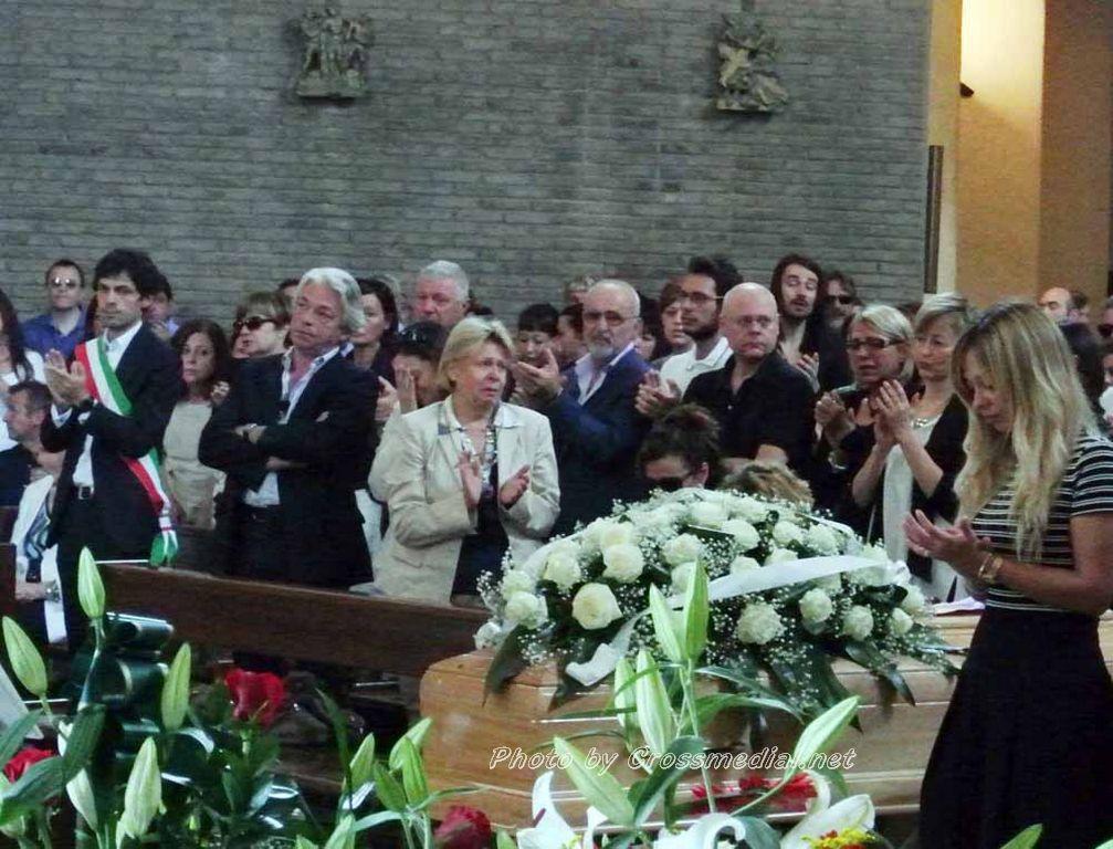 Funerali Sergio Piazzoli - con presenza Patrizia Marcagnani (12)