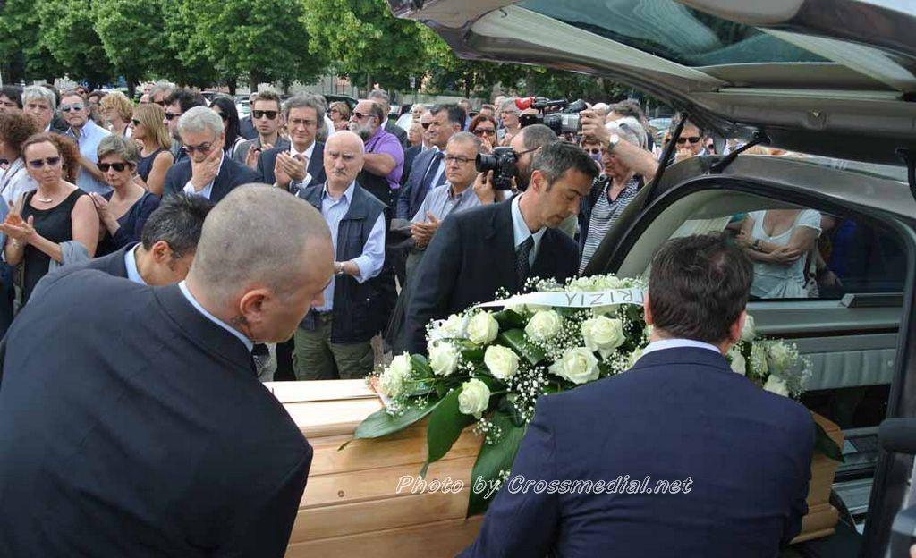 Funerali Sergio Piazzoli - con presenza Patrizia Marcagnani (24)