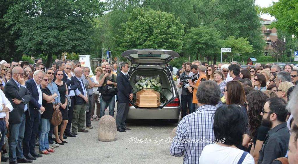 Funerali Sergio Piazzoli - con presenza Patrizia Marcagnani (25)