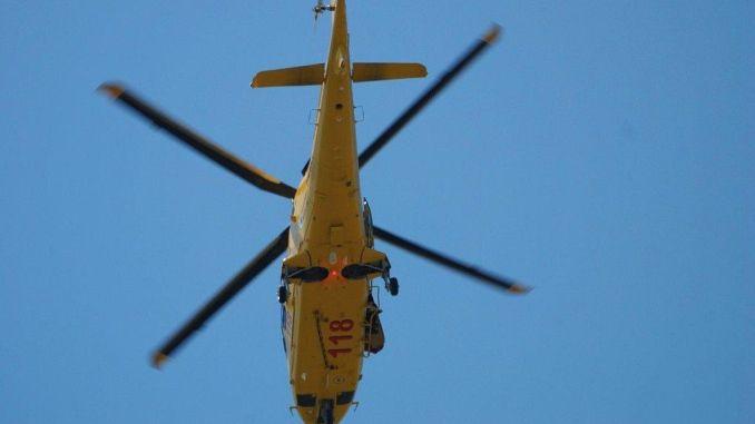 Grave bambino di 17 mesi investito da un'auto a Todi, trasferito in elicottero a Firenze