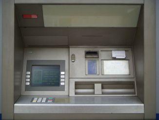 Perugia, le rubano il portafoglio mentre fa la spesa, con il bancomat prelevano 600 euro