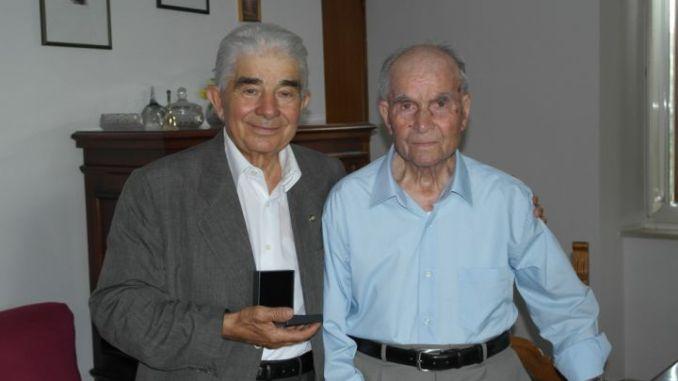 Il presidente del Ccu Antonio Marinelli e il centenne socio fndatore Maurizio Bartocci
