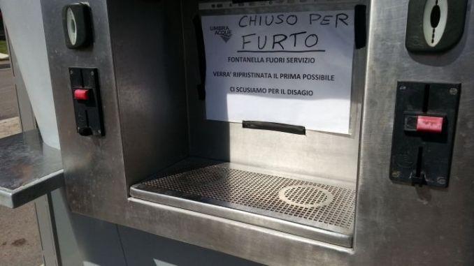 Distrutte colonnine d'acqua per pochi euro a Bastia, Santa Maria e Villa Pitignano