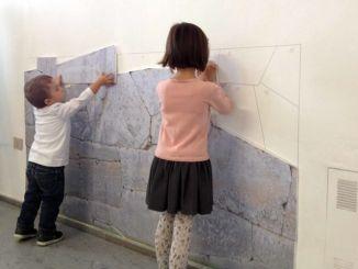 Centinaia di bambini hanno invaso i musei con le loro famiglie
