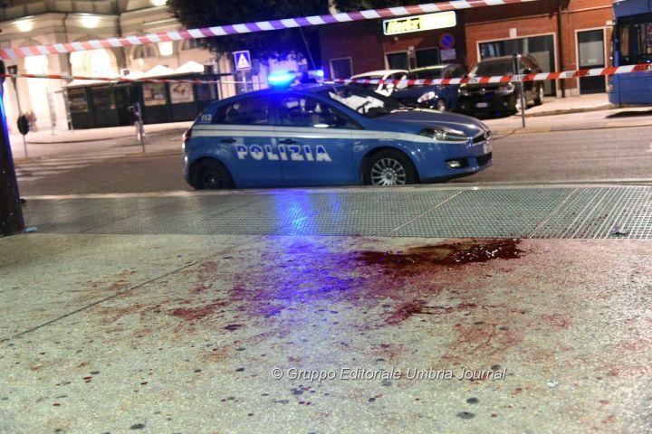 Lite per una donna finisce nel sangue, bottigliate tra marocchini e tunisini, uomo in fin di vita un altro grave