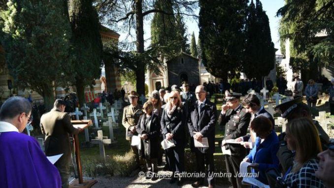 Onore ai defunti a Perugia al cimitero civico, c'era il sindaco Andrea Romizi