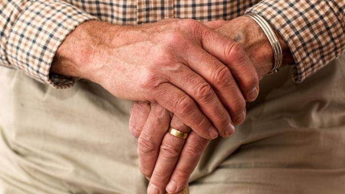 Stanco delle minacce li denuncia, anziano aiuta carabinieri, coppia arrestata
