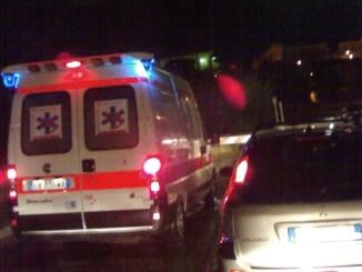 Incidente stradale nella notte frontale tra auto tre feriti uno in rianimazione