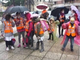 """Piedibus scolastico, un flash mob di carnevale per di """"no allo smog"""""""