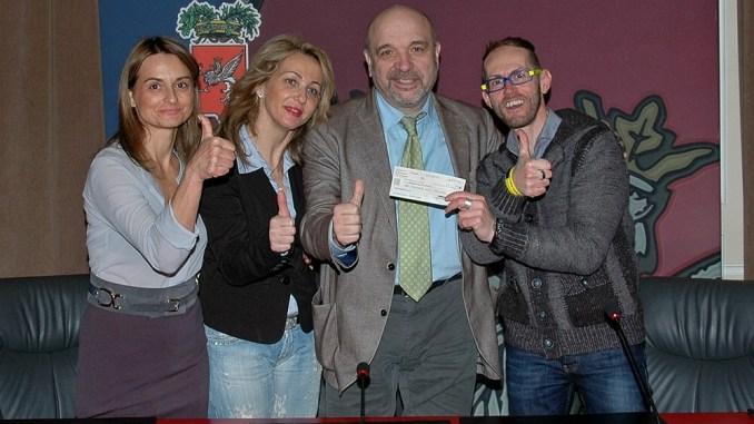 """Cesto natalizio """"Avanti tutta"""", Bertini consegna all'Associazione il ricavato della vendita"""