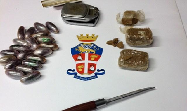 Nasconde ovuli di hashish in auto, arrestato dai Carabinieri