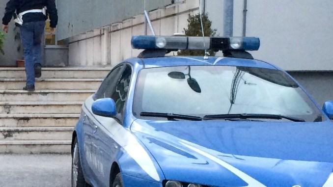 Accattonaggio con un minore, la polizia denuncia 50enne romeno