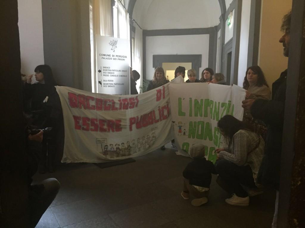 protesta-educatrici-palazzo-priori (3)