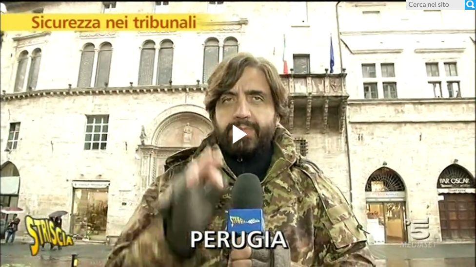 Striscia la Notizia al tribunale di Perugia [FOTO E VIDEO]