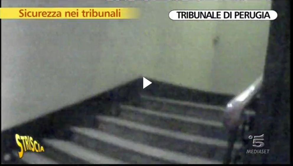 tribunale-perugia-striscia2