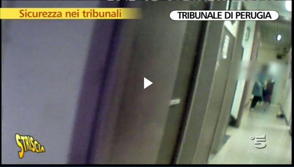 tribunale-perugia-striscia4