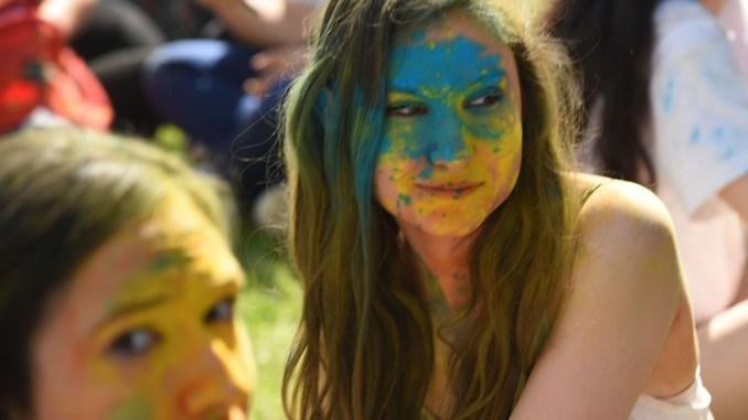 Color Run in centro, oltre settemila giovani da tutta la provincia