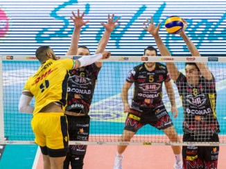 DHL Modena batte la Sir e va in finale scudetto