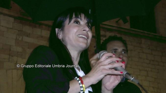 Stefania Proietti sindaco di Assisi, primo discorso in piazza