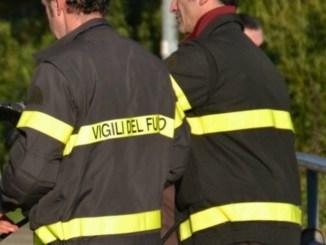 Sversamento di acido cloridrico da tre cisterne, intervengono vigili del fuoco di Perugia