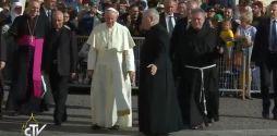 Papa-Francesco-parte-da Santa-Maria (1)