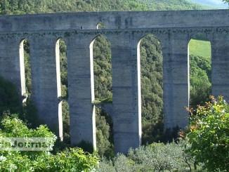 Ennesimo suicidio dal Ponte delle Torri, problemi economici alla base del gesto