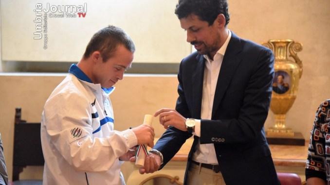 Roberto Baciocchi premiato dal sindaco di Perugia col Baiocco D'Oro