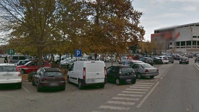 Parcheggio selvaggio davanti all'ospedale, intervenga polizia municipale Perugia