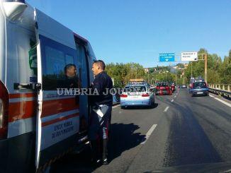 Perugia, scontro tra veicoli inferno in galleria Volumni, tre feriti