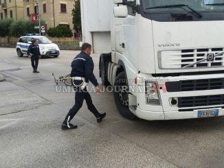 Incidente stradale a Bastia Umbra, tir travolge uomo in bicicletta