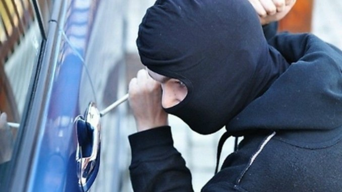 Furto in appartamento, ladri utilizzano chiavi di casa lasciate in auto