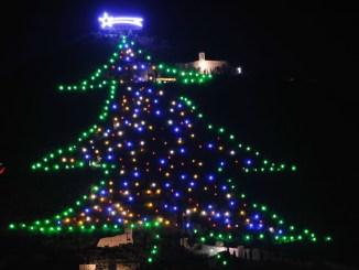Save the Children accenderà l'Albero di Natale di Gubbio